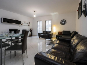 Large Central & Spacious Apartment in St Julians